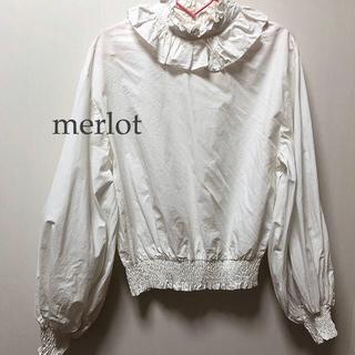 メルロー(merlot)のmerlot 白 シャツ ブラウス(シャツ/ブラウス(長袖/七分))
