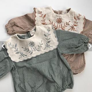 Caramel baby&child  - monbebe 刺繍ロンパース