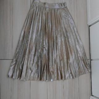 ザラ(ZARA)のZARAゴールドプリーツスカート(ひざ丈スカート)