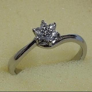 pt900 ダイヤリング花のデザインが可愛いです♡(リング(指輪))