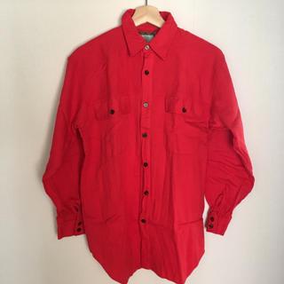 シンプルな赤シャツ 古着(シャツ)