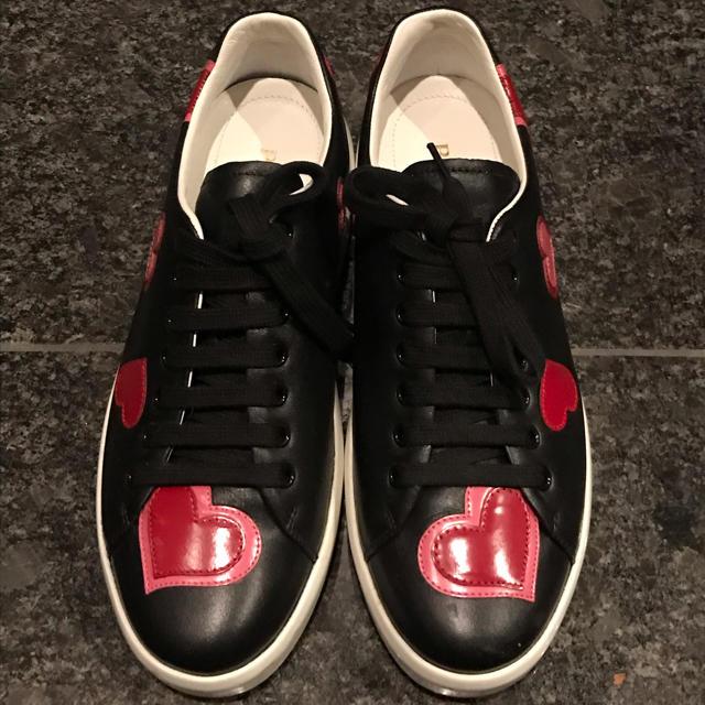 PRADA(プラダ)のプラダ 【美品】ブラック ハート柄 スニーカー レディース 39サイズ レディースの靴/シューズ(スニーカー)の商品写真
