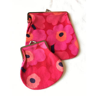 マリメッコ(marimekko)の赤とピンクのウニッコ がま口 大小セット(ポーチ)