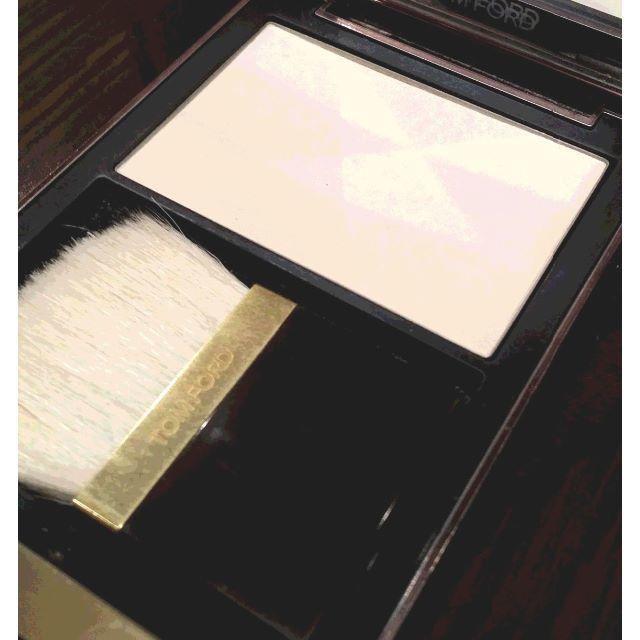 TOM FORD(トムフォード)の値下げ★トムフォードTOM FORDイルミネイティングパウダー フェイスパウダー コスメ/美容のベースメイク/化粧品(フェイスパウダー)の商品写真