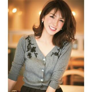 ジャスグリッティー(JUSGLITTY)の美品 JUSGLITTY♡17AW ビーズ刺繍カーディガン グレー(カーディガン)