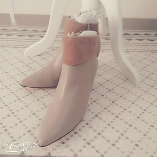 クリスチャンルブタン(Christian Louboutin)の新品タグ【ルブタンのような靴底が赤色★スエード調ショートブーツ】足が綺麗に見える(ブーツ)