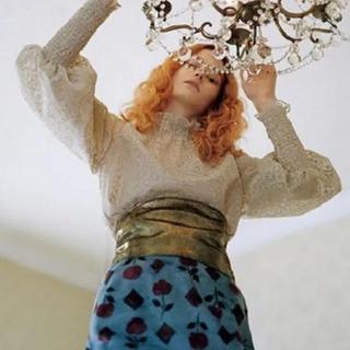 Lily Brown - リリーブラウン  光沢刺繍トップス+ビスチェ