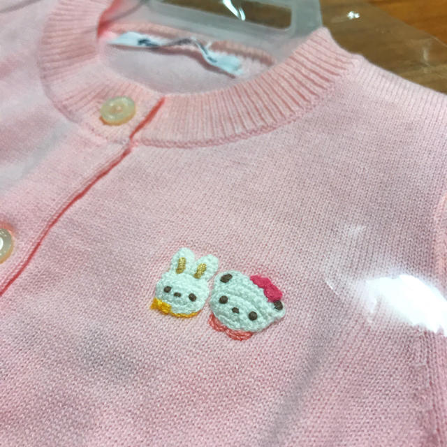 familiar(ファミリア)の【新品未使用】ファミリア カーディガン ピンク キッズ/ベビー/マタニティのベビー服(~85cm)(カーディガン/ボレロ)の商品写真