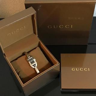 Gucci - 正規品 GUCCI バングルウォッチ レディース クォーツ 6800L 黒文字盤