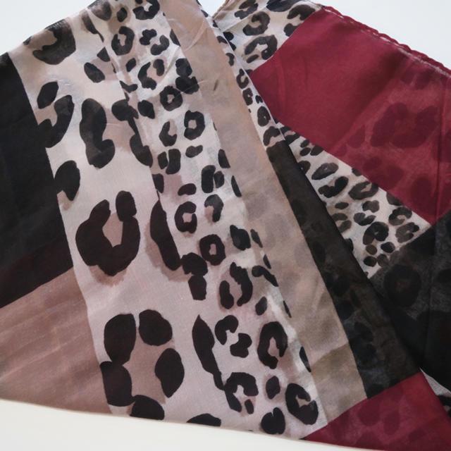 ZARA(ザラ)の《送料込》ストール 秋色 レオパード柄 ボルドー 無地 ベージュ インポート レディースのファッション小物(ストール/パシュミナ)の商品写真