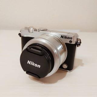 Nikon - NIKON1 j5 ミラーレス一眼レフカメラ 純正専用ケース 付き