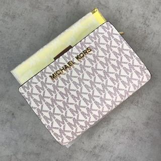 Michael Kors - ◆新品未使用◆Michael Kors大人気デザイン 二つ折財布◆Vanilla
