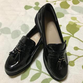 ヌォーボ(Nuovo)のエナメルローファー(ローファー/革靴)