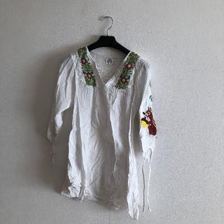 スカラー(ScoLar)のスカラーのリスの刺繍がかわいいチュニックブラウス(シャツ/ブラウス(長袖/七分))