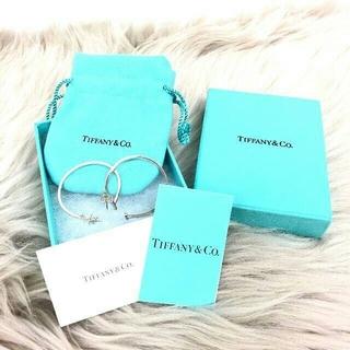 ティファニー(Tiffany & Co.)の美品 ティファニー Tワイヤー フープピアス(ピアス)