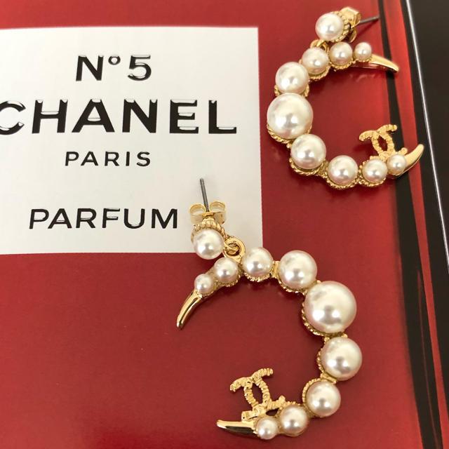 CHANEL(シャネル)のパールピアス ムーン GOLD レディースのアクセサリー(ピアス)の商品写真