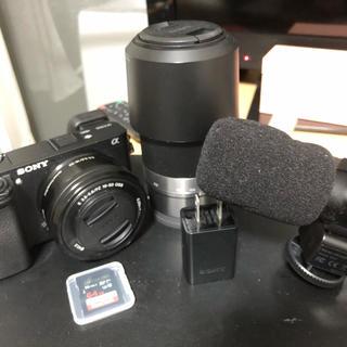 SONY - ソニーa6300 パワーズームレンズキット メモリカード付きマイク付き充電機付き