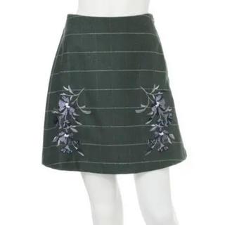 マーキュリーデュオ(MERCURYDUO)のMERCRYDUO  カーキ 刺繍 台形スカート(ミニスカート)