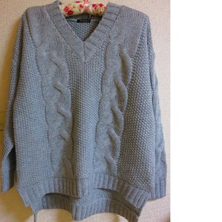 17号19号 21号 グレー ケーブル編み セーター  着痩せタイプ(ニット/セーター)