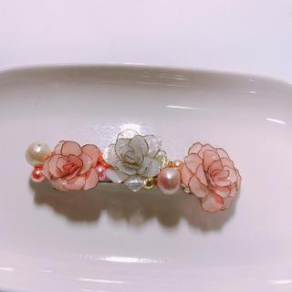 ピンクと白薔薇が咲く ハンドメイドバレッタ