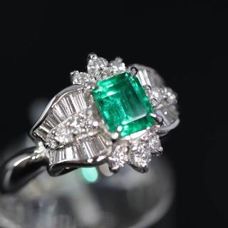 Pt900 プラチナ エメラルド ダイヤモンド リング(リング(指輪))