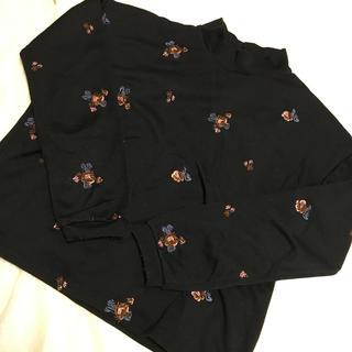 メルロー(merlot)のmerlot 刺繍カットソー(カットソー(長袖/七分))