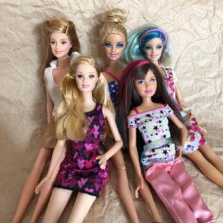 バービー(Barbie)のbarbie 5体 セット 服付き(キャラクターグッズ)