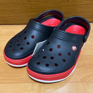 クロックス(crocs)のクロックス フロントコート クロック ブラック×レッド 28cm(サンダル)