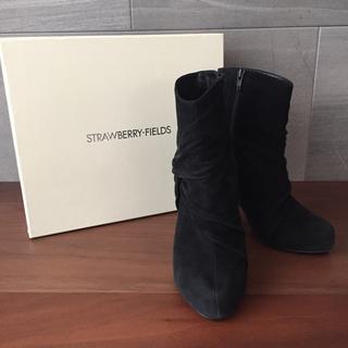 ストロベリーフィールズ(STRAWBERRY-FIELDS)のストロベリーフィールズ ショートブーツ ブラック スエード 日本製 22.5cm(ブーツ)