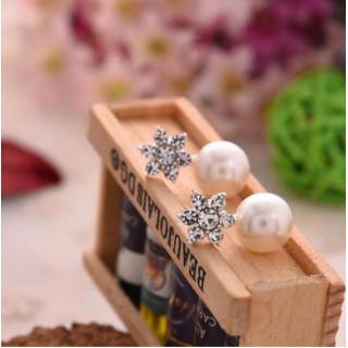 パールピアス レディースファッション お呼ばれ キラキラ 雪の結晶 アクセサリー(ピアス)