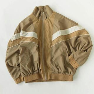 トゥデイフル(TODAYFUL)のStandcollar Nylon Jacket ベージュ 36(ナイロンジャケット)