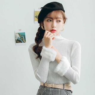 Lily Brown - 袖ファーデザイントップス(ブラック)