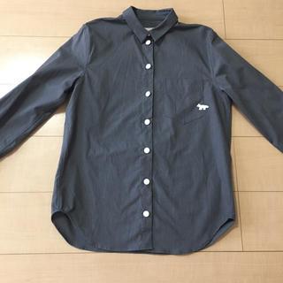 メゾンキツネ(MAISON KITSUNE')のグレーシャツ(シャツ/ブラウス(長袖/七分))