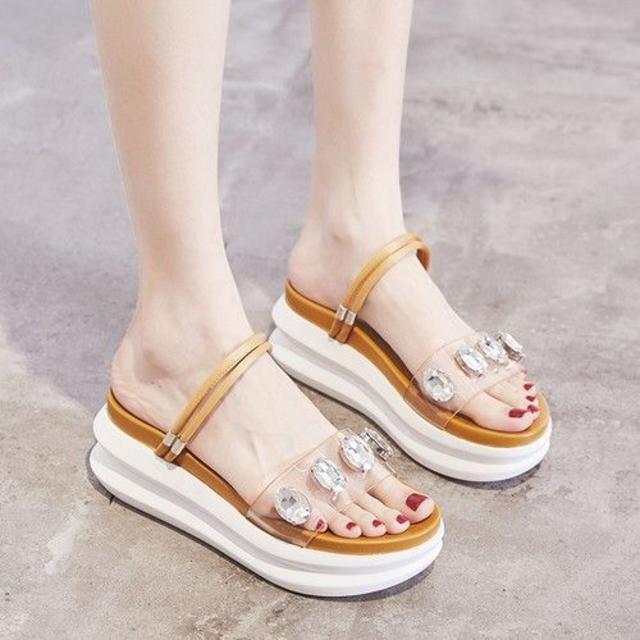 【限定1足 送料無料】クリアデザインにキラリと光るストーンが可愛い厚底サンダル! レディースの靴/シューズ(サンダル)の商品写真