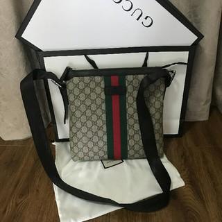 Gucci - のGUCCI GGスプリーム メッセンジャーバッグ