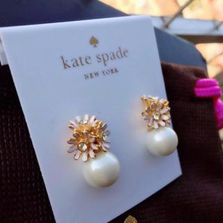 kate spade new york - 【新品¨̮♡︎】ケイトスペード デイジー&パール ピアス
