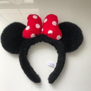 ミニーマウス(ミニーマウス)のミニーカチューシャ ディズニー 赤リボン 水玉(キャラクターグッズ)