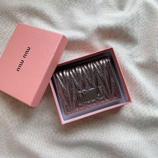 ミュウミュウ(miumiu)の新品 MiuMiu ミュウミュウ    財布(折り財布)