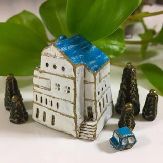 《15日17時まで掲載作品・素焼きシリーズ》青空の屋根のおうちと金色の流れ星の木