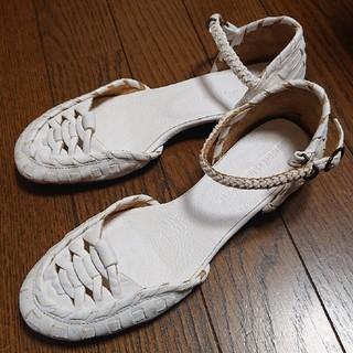 ツモリチサト(TSUMORI CHISATO)の白 サンダル 靴(ハイヒール/パンプス)