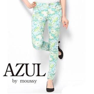 アズールバイマウジー(AZUL by moussy)の花柄スキニーパンツ(スキニーパンツ)