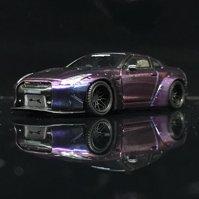 日産(ニッサン)の1/64 LB★WORKS Nissan R35 Magic Purple エンタメ/ホビーのおもちゃ/ぬいぐるみ(ミニカー)の商品写真