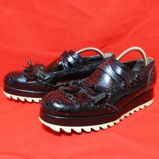 コムデギャルソン(COMME des GARCONS)のtaoコムデギャルソン★ウイングチップ&タッセル ストラップシューズ 黒 大きめ(ローファー/革靴)