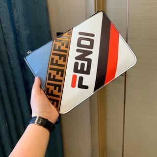 フェンディ(FENDI)のFENDI  クラッチバッグ(クラッチバッグ)