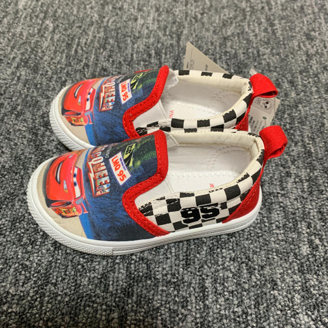 Disney(ディズニー)の新品 スリッポン スニーカー カーズ 14cm  キッズ/ベビー/マタニティのベビー靴/シューズ(~14cm)(スリッポン)の商品写真