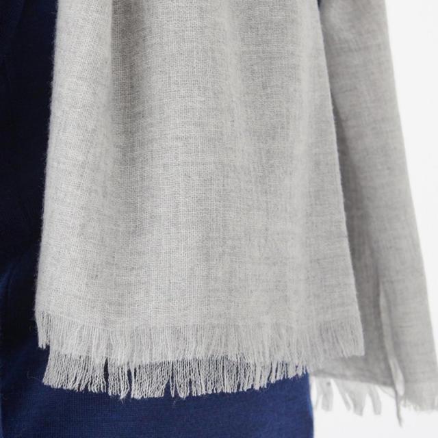 MUJI (無印良品)(ムジルシリョウヒン)の無印良品 カシミヤ平織り ストール 180×80ライトグレー NEW 新品 レディースのファッション小物(ストール/パシュミナ)の商品写真
