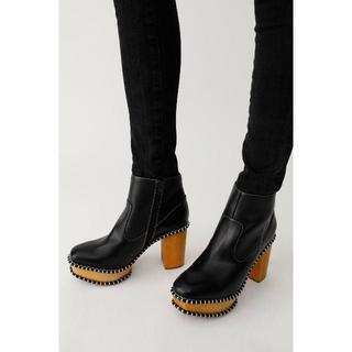 マウジー(moussy)のMOUSSYマウジーWOOD SOLE ブーツ柄BLK S(ブーツ)