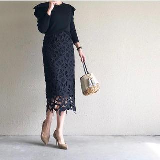 アドーア(ADORE)のセルフォード 石原さとみさん着用 レーススカート 黒 38(ひざ丈スカート)