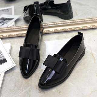 エナメル素材ポインテッドトゥシューズ*リボンシューズ*新品*ブラック(ローファー/革靴)
