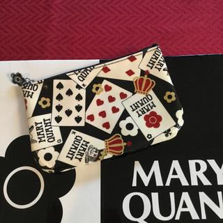 マリークワント(MARY QUANT)のマリークワント フラットポーチ トランプ柄赤 ラメ【新品未使用】(ポーチ)